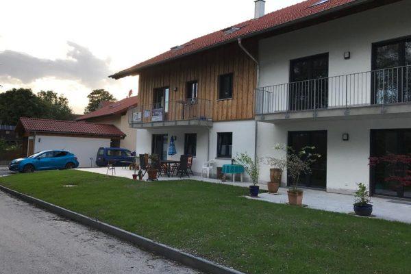 Mehrfamilienhaus_Marnbach_außen_Garten